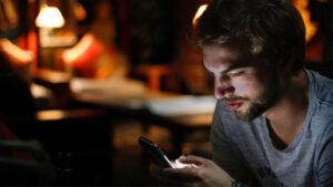 boyfriend flirts online
